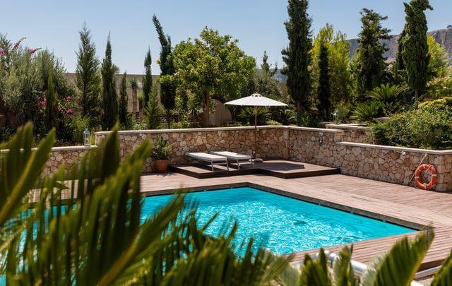 Waar moet je op letten als je een zwembad in de tuin wilt?